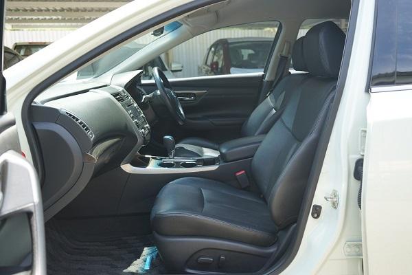 ภายในห้องโดยสารตอนหน้า Nissan Teana  มือสอง รุ่น 2.0 XL ปี 2018