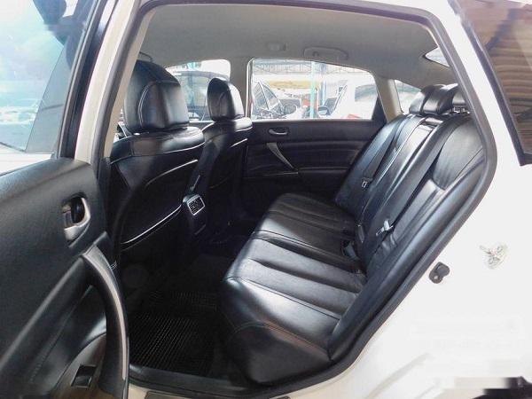 ภายในห้องโดยสารตอนหลัง Nissan Teana  มือสอง รุ่น 200 XL sedan ปี 2014