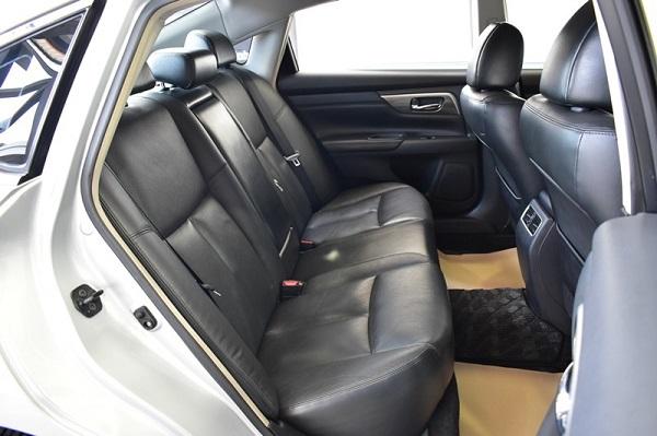 ภายในห้องโดยสารตอนหลัง Nissan Teana  มือสอง รุ่น 200 XL AT ปี 2015
