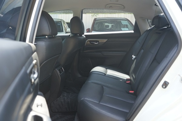 ภายในห้องโดยสารตอนหลัง Nissan Teana  มือสอง รุ่น 2.0 XL ปี 2018