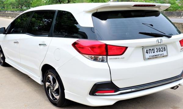 ด้านหลัง HONDA Mobilio 1.5 RS ปี 2015 สีขาว