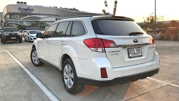 ด้านหลัง Subaru Outback มือสอง ปี 2013