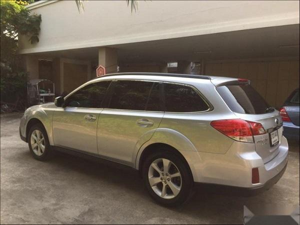 ด้านหลัง Subaru Outback มือสอง ปี 2015