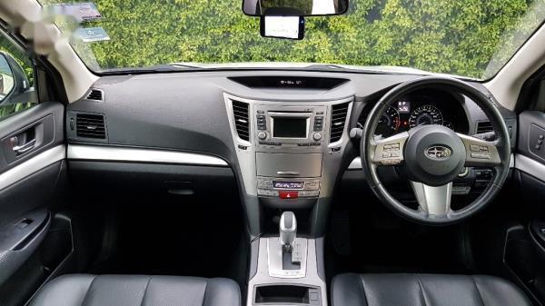 ภายในห้องโดยสารตอนหน้า Subaru Outback มือสอง ปี 2013