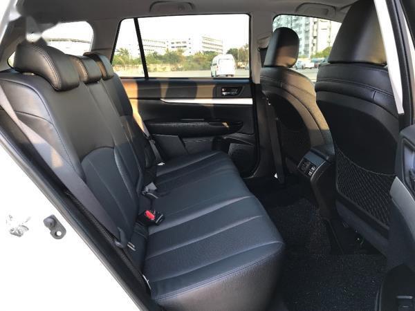 ภายในห้องโดยสารตอนหลัง Subaru Outback มือสอง ปี 2013
