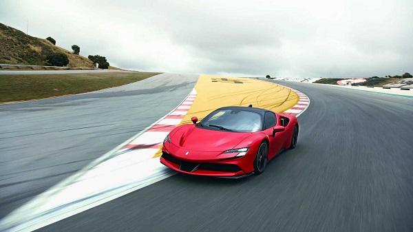 Ferrari SF90 Stradale มาพร้อมกับขุมพลังระบบไฮบริด ที่ทำงานควบคู่ไปกับเครื่องยนต์เบนซิน