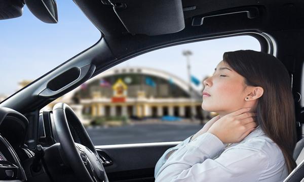 วิธีช่วยลดอาการปวดเมื่อยของกล้ามเนื้อในระหว่างขับรถ
