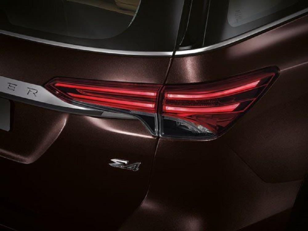 ไฟท้าย LED แบบ Light Guiding นอกจากจะเสริมความเท่ สไตล์สปอร์ตให้กับ New Toyota Fortuner 2.4 G แล้วยังช่วยแสงส่องสว่างให้สามารถมองเห็นได้ไกลและชัดเจนมากขึ้น เพื่อเพิ่มความปลอดภัยในทุกการเดินทาง