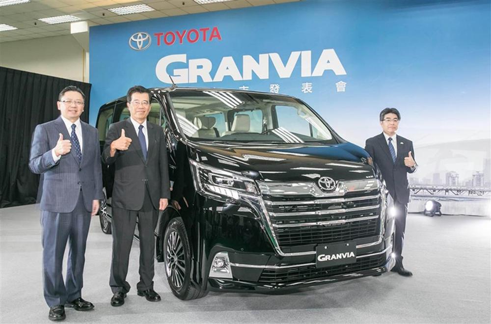 ถือเป็นมิติใหม่ในวงการรถตู้สำหรับ Toyota Granvia 2020 ที่ได้รับการปรับโฉมไมเนอร์เชนจ์ให้ดูโดนใจพร้อมฟังก์ชั่นอำนวยความสะดวกภายในที่สามารถตอบสนองต่อการใช้งานของผู้ขับขี่ได้เป็นอย่างดี