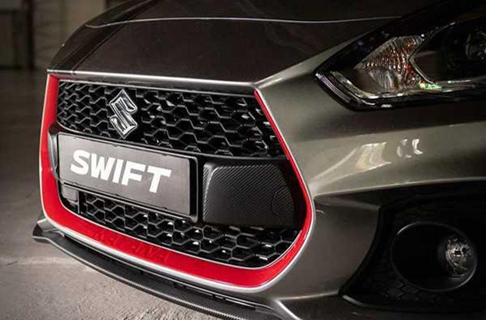Suzuki Swift Sport Katana 2019 เพิ่มความประทับใจด้วยการติดตั้งกระจังหน้าลายตาข่ายสีดำเข้มตกแต่งคิ้วขอบกระจังหน้าด้วยสีแดงพร้อมไฟหน้าแบบ LED
