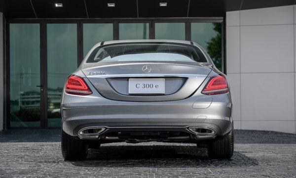 ด้านหลัง Mercedes-Benz C 300 e Avantgarde