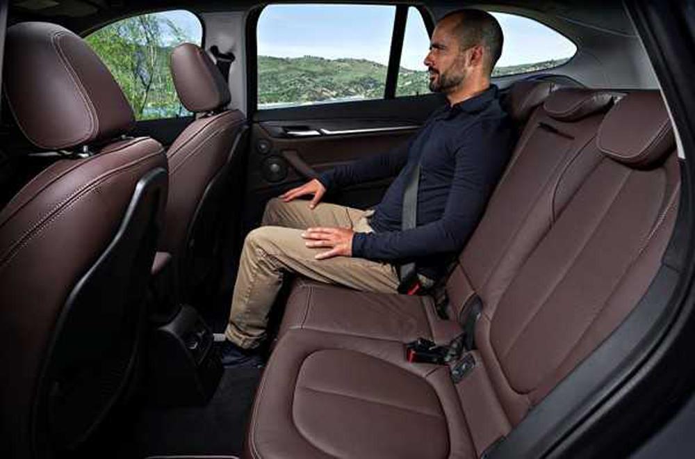 เบาะนั่งแถวที่ 2 สามารถที่จะปรับเลื่อนไปด้านหน้าได้ระยะสูงสุด 13 เซนติเมตร และ เบาะหลังสามารถที่จะปรับพับได้แบบ 40:20:40
