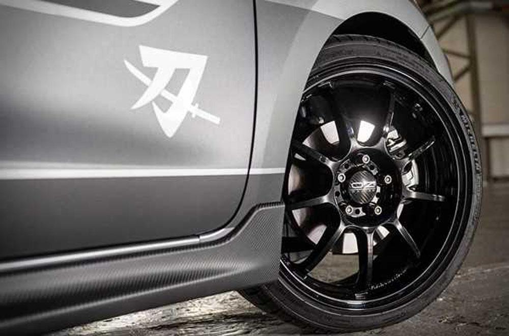 Suzuki Swift Sport Katana 2019 มาพร้อมกับสัญลักษณ์ Katana ติดตั้งล้อ OZ สีดำเข้ม ลาย 9 ก้าน เป็นออพชั่นเสริมให้แต่ในกรณีที่ไม่สนใจก็มีล้ออัลลอยขนาด 17 นิ้วเหมือนใน Suzuki Swift Sport รุ่นปกติมาติดตั้งเอาไว้ให้