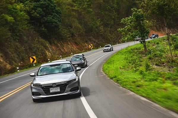 ประสบการณ์การขับขี่ในเส้นทางที่หลากหลายทั้งทางโค้ง ทางตรง และทางขึ้น - ลงเนินเขา