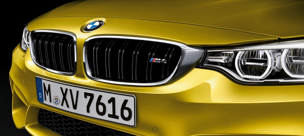 MBW M4 Coupe ออกแบบตามหลักอากาศพลศาสตร์ ด้วยกระจังหน้าทรงไตคู่ M ซึ่งเป็นช่องรับลมขนาดใหญ่ช่วยถ่ายเทความร้อนออกจากเครื่องยนต์ได้อย่างดีเยี่ยม และก็ถือว่าเป็นอีกหนึ่งเอกลักษณ์ของสายพันธุ์ BMW
