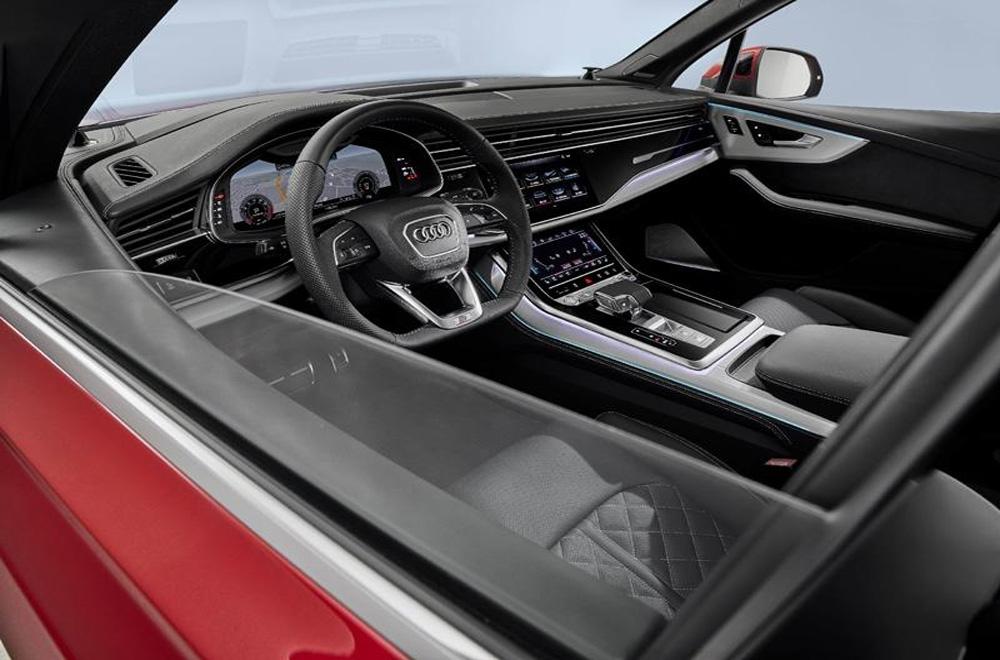 Audi Q7 2020 ได้รับการติดตั้งพวงมาลัยมัลติฟังก์ชั่นแบบ 3 ก้านทรงท้ายตัดตกแต่งด้วยวัสดุสีเงินโครเมียมพร้อมปุ่มควบคุมเครื่องเสียง และ ปรับตั้งค่าหน้าจอแดชบอร์ดที่พวงมาลัย