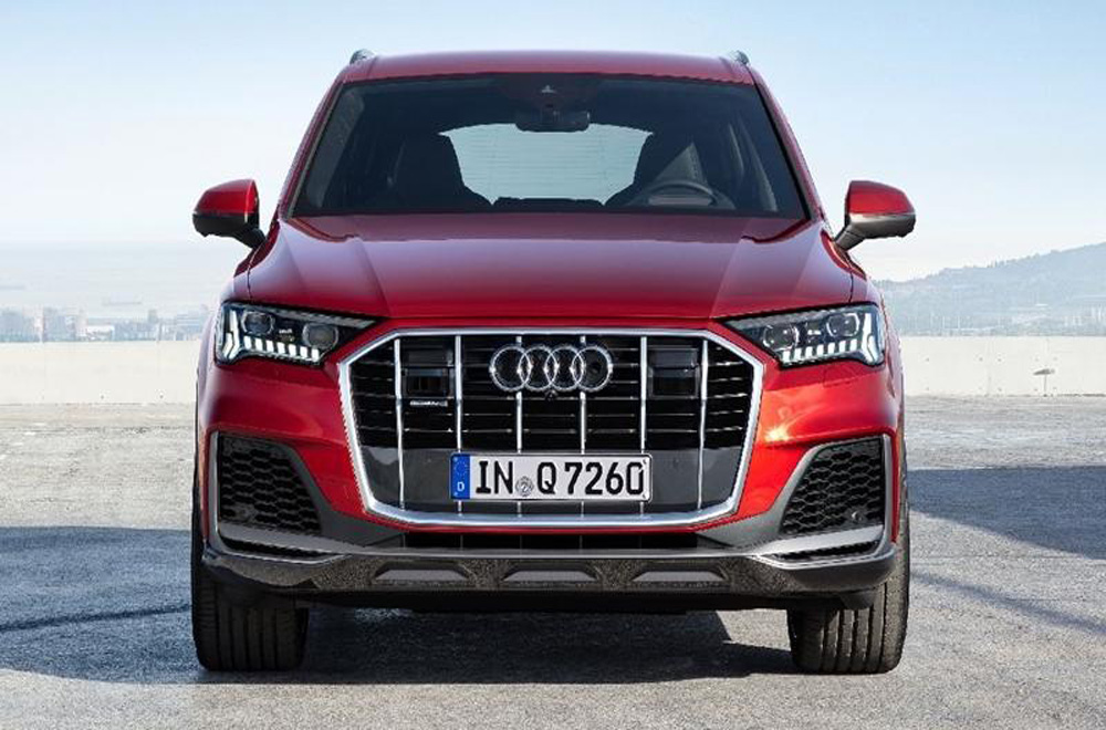 Audi Q7 2020 ได้รับการดีไซน์กระจังหน้าแบบพิเศษมีขนาดที่ใหญ่มากขึ้นพร้อมรูปทรง 6 เหลี่ยมตกแต่งขอบกระจังหน้าด้วยโครเมียม