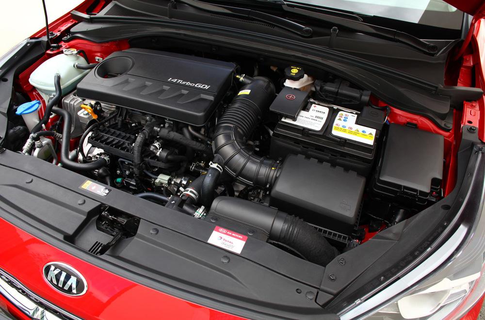 Kia Xceed 2020 ติดตั้งเครื่องยนต์แบ่งออกเป็น 3 รุ่น ได้แก่ เครื่องยนต์เบนซิน 3 สูบ ขนาด 1.0 ลิตร เครื่องยนต์เบนซิน 4 สูบ ขนาด 1.4 ลิตร และ เครื่องยนต์ดีเซลขนาด 1.6 ลิตร ในทุกรุ่นส่งกำลังด้วยระบบเกียร์ธรรมดา 6 สปีด และ เกียร์อัตโนมัติ 7 สปีด