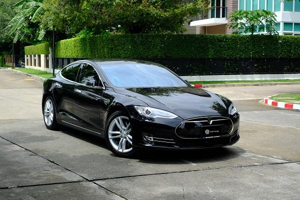 รถไฟฟ้า Tesla Model S