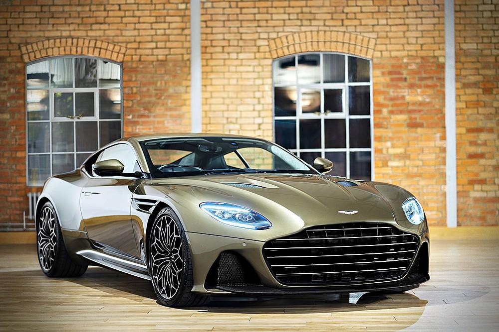 Aston Martin DBS Superleggera Special Edition คือรถสปอร์ต GT รุ่นล่าสุดของ Aston Martin 007 Series ยนตร์ พยัคฆ์ร้าย 007 ชุดที่ 6 On Her Majesty's Secret Service กับบทบาทพาหนะคู่ใจเจมส์ บอนด์ สายลับท