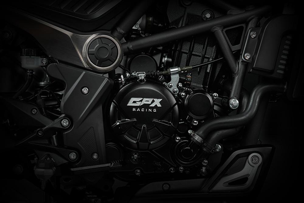 GPX MAD 300 ใหม่ จะใช้เครื่องยนต์ขนาด 300 ซี.ซี. ใหญ่สุดเท่าที่ GPX เคยมี ซึ่งเป็นแบบลูกสูบเดี่ยว DOHC จ่ายเชื้อเพลิงด้วยหัวฉีด EFI ระบายความร้อนด้วยน้ำ จับคู่กับเกียร์ 6 สปีด ให้กำลังสูงสุด 25.46 แรงม้า ที่ 8,500 รอบ/นาที