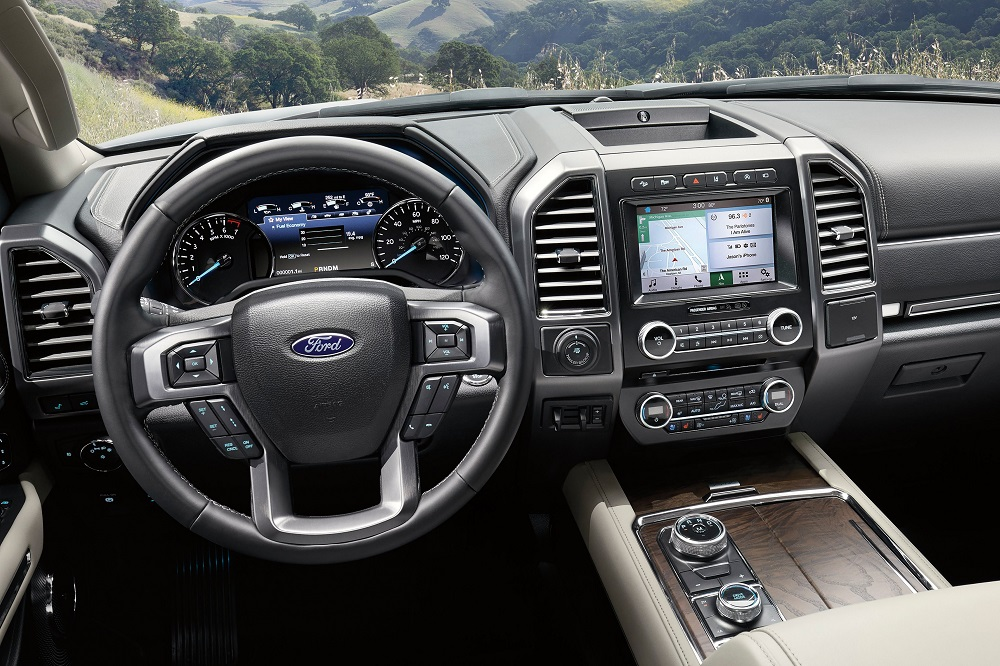 Ford Expedition 2019 มาพร้อมกับอุปกรณ์และฟังก์ชั่นการใช้งานรวมถึงเทคโนโลยีที่ทันสมัยมากมาย และถูกจัดวางโดยเน้นผู้ขับขี่เป็นศูนย์กลาง เพื่อง่ายต่อการใช้งาน สะดวก และปลอดภัย