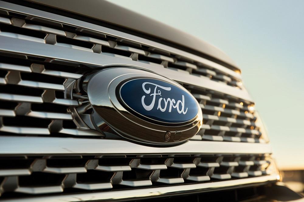 """กระจังหน้าขนาดใหญ่ เสริมความดุดันให้กับ Ford Expedition 2019 และยังมาพร้อมกับเทคโนโลยีกล้อง 360 องศา อยู่บริเวณใต้โลโก้สัญลักษณ์ """"Ford"""""""