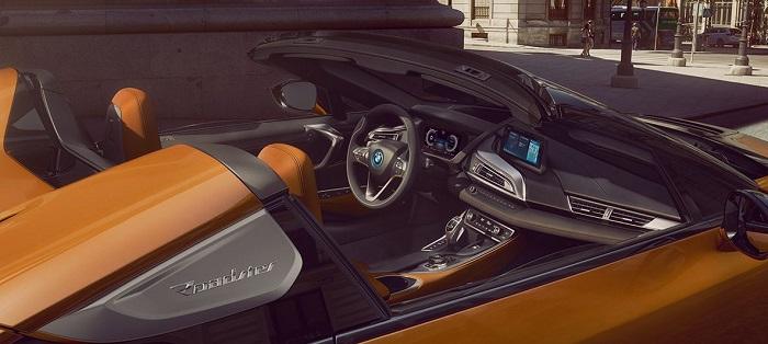 ภายในห้องโดยสารของ BMW i8 Roadster 2019-2020