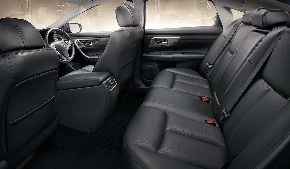 ภายในห้องโดยสาร Nissan Teana 2019-2020 กว้างขวาง โอ่อ่า หรูหรา ออกและตกแต่งอย่างประณีตด้วยวัสดุพรีเมียมสีเงินทันสมัย เน้นการตกแต่งด้วยโทนสีดำ เบาะนั่งเป็นแบบ SPINAL SUPPORT SEAT