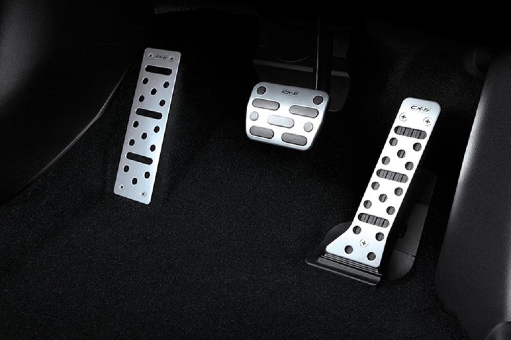 Aluminum Sports Pedal Set ชุดตกแต่งแป้นเบรก คันเร่ง และที่พักเท้า หมายเลขอะไหล่ : KT17V9090 ราคาขาย (ไม่รวม VAT) 1,985 บาท