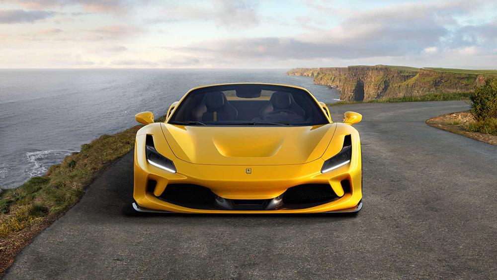 Ferrari F8 Spider ม้าลำพองแบบเปิดประทุนที่ใช้ขุมพลัง V8 ตัวใหม่ของค่ายเฟอรารี่ที่แรงที่สุดด้วยกำลังการขับเคลื่อนที่สามารถปลดปล่อยพลังได้สูงถึง 720 แรงม้า