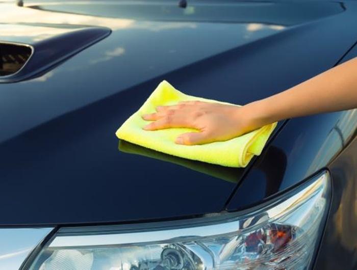 เช็ดรถด้วยผ้าเนื้อนุ่ม ลดความเสี่ยงจากการเกิดรอยขนแมว