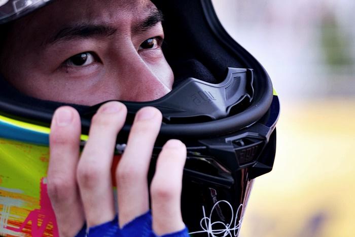 หวังอี้ป๋อ ในฐานะนักแข่งรถ Yamaha ทีม TRACER-85