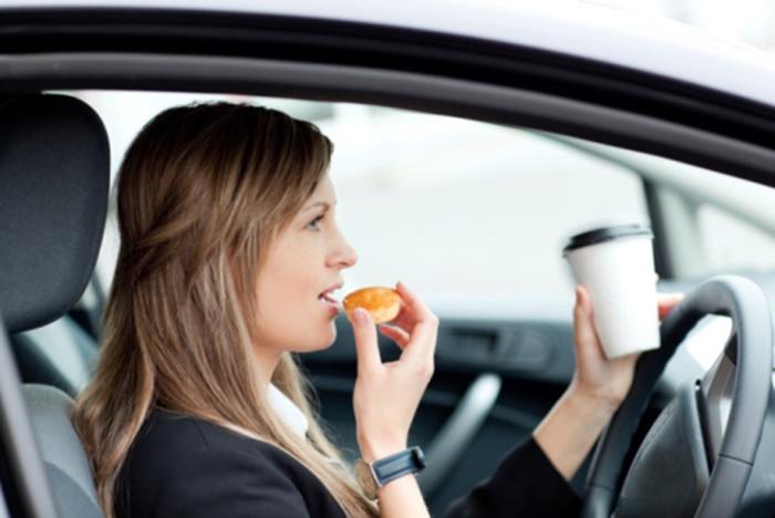 ทานอาหารในรถ อีกสาเหตุที่ทำให้หนูเข้ามาภายในรถ