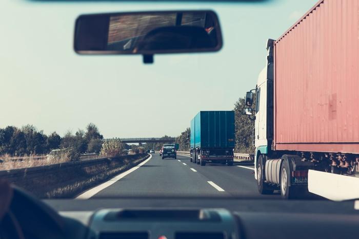 ผู้ใช้รถควรหลีกเลี่ยงจุดบอดรถบรรทุก
