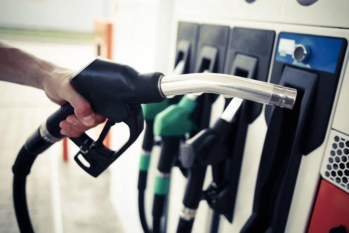 ก่อนจอดรถ ควรเติมน้ำมันให้เต็มถัง ป้องกันสนิม