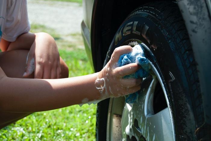 ก่อนจอดรถ ควรล้างรถให้สะอาด เพื่อรักษาผิวรถไม่ให้ถูกทำลาย