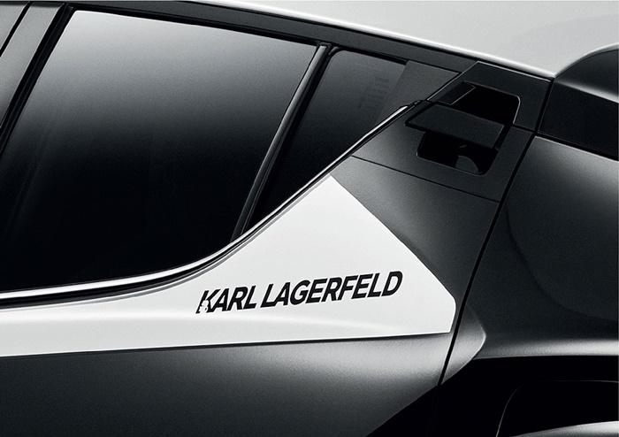 สติ๊กเกอร์ด้านข้างสีขาวมุก และตราสัญลักณ์ Karl Lagerfeld