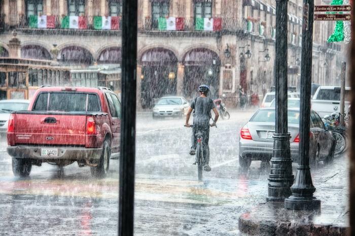 ฝนตกถนนลื่น อีกสาเหตุหนึ่งที่ทำให้เกิดอุบัติเหตุ
