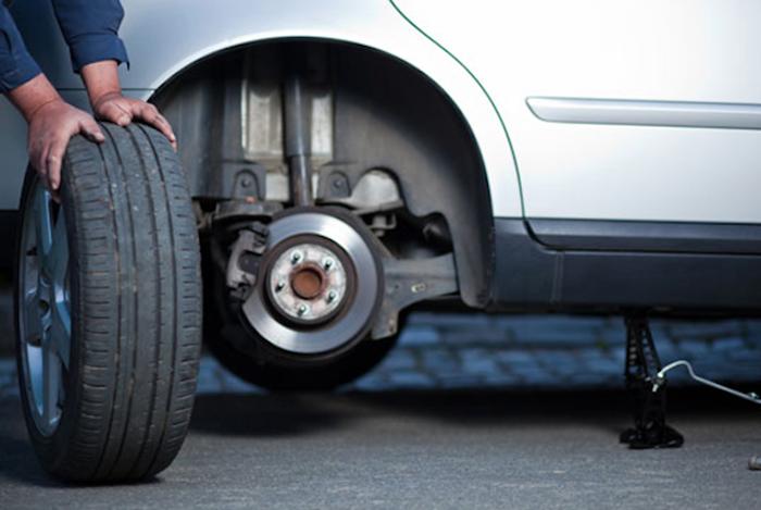 เมื่อใช้งานครบ 10,000 กิโลเมตร ควรนำรถไปเข้าศูนย์เพื่อทำการสลับยาง