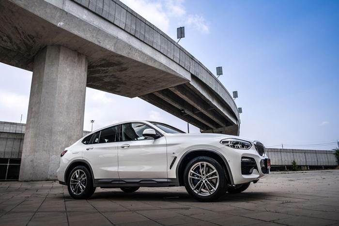 ด้านข้าง BMW X4 xDrive20d M Sport X 2020