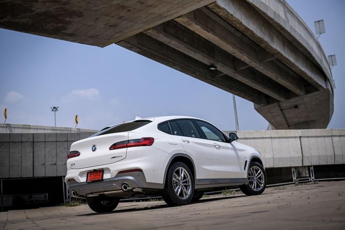 ด้านหลัง BMW X4 xDrive20d M Sport X 2020