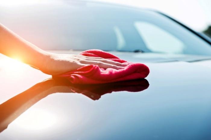 ไม่ควรใช้ผ้าแห้งเช็ดรถ เพราะจะทำให้เกิดรอยได้