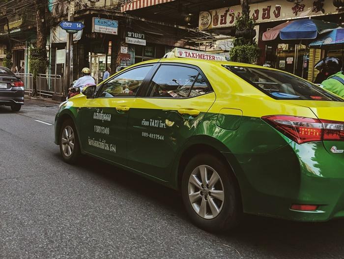 ติดตั้งโฆษณาบนตัวรถได้ เพิ่มรายได้อีกทางให้แท็กซี่