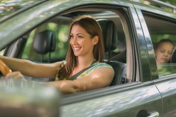 เมื่อจอดรถ ควรเปิดกระจกรถไว้ให้เด็กมีอากาศหายใจ