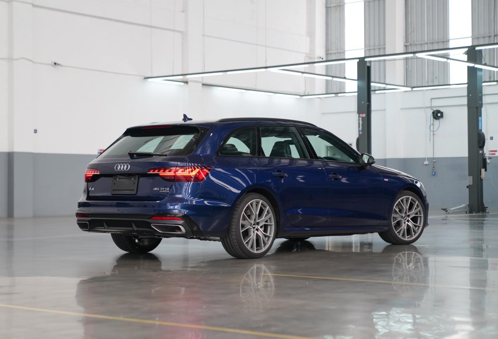 Audi A4 Avant 45 TFSI quattro S line Black Edition
