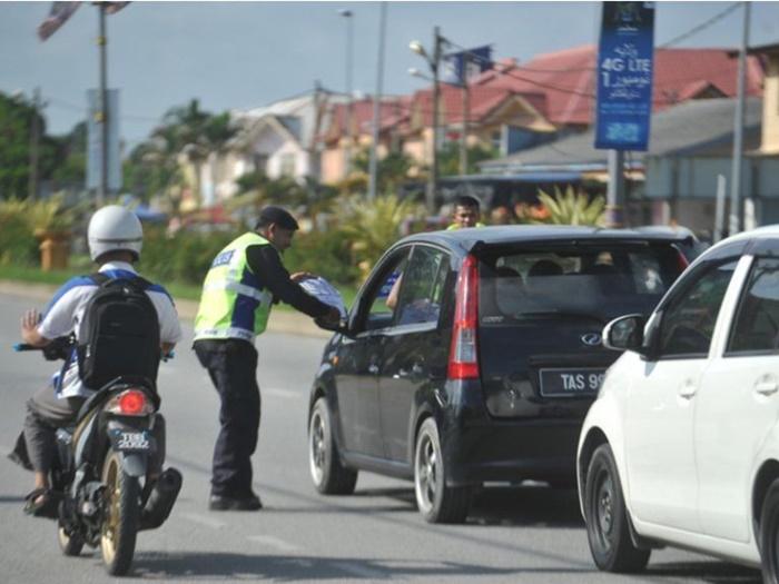 ตำรวจยึดใบขับขี่ได้ไหม? คำตอบคือ ไม่