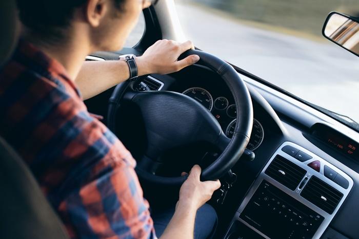 ไม่ควรขับรถชิดพวงมาลัยจนเกินไป