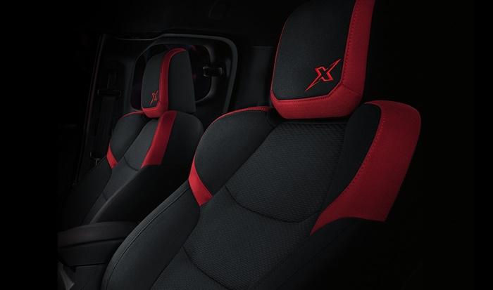 เบาะนั่งเป็นแบบผ้าสีดำ-แดง (รุ่น Speed)