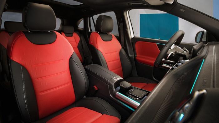 การตกแต่งภายในห้องโดยสาร เป็นแบบ AMG interior package